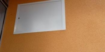 Plastové revízne dvierka - elektro rozvádzač + poistky