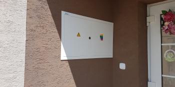 Plastový kryt na elektro rozvádzač
